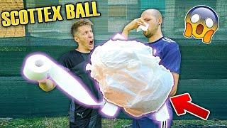 Palla con 5.000 strappi di CARTA IGIENICA - Test Soccer Ball
