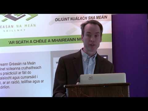 Ag Forbairt Pobal Ar-Líne (Developing an On-Line Community)