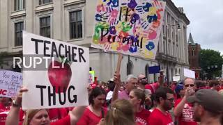 USA: Teachers march in Raleigh for better wages