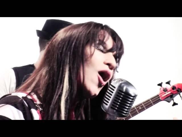 Angalys, le clip : Poupée de Cire, Poupée de Son