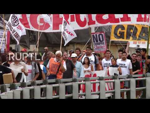 Argentina: Workers rally after 380 sacked from country's largest printing plant