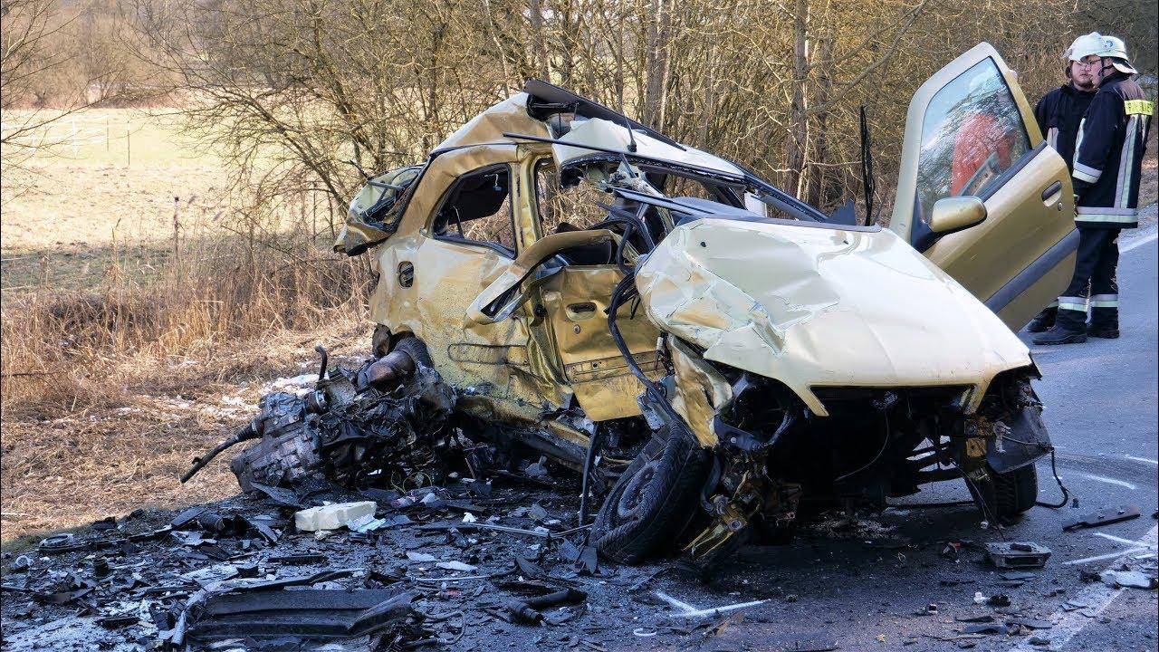 Schwerer Unfall – Zwei Personen schwer verletzt - YouTube