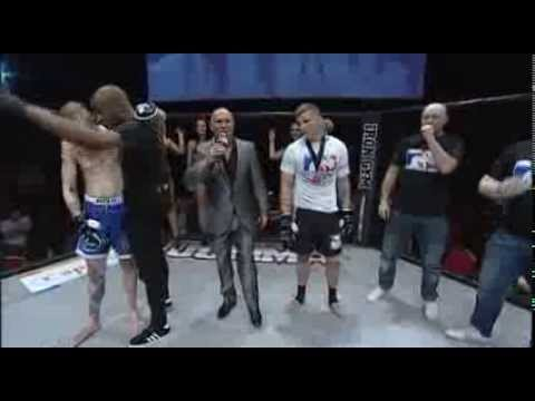 MMA Fight Ends in Brutal 1-Second KO, Crowd Is Somehow Not Impressed