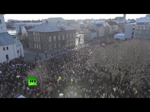 Icelanders egg parliament over Panama Papers offshore scandal