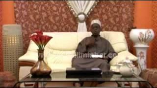 Repeat youtube video HATARI YA KUTEMBEA UCHI KWA WANAWAKE