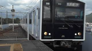 筑肥線唐津行き普通列車(305系W6編成)・東唐津駅に到着