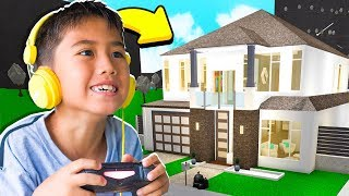 I BUILT A YOUTUBER A BLOXBURG MANSION!! (Roblox)