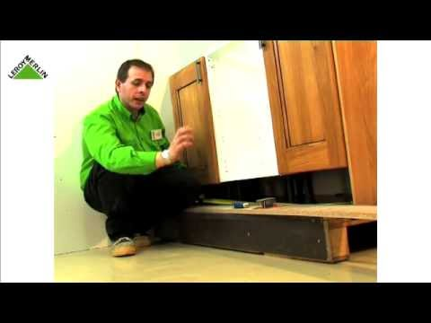 Montar una cocina parte v coloca puertas remates y for Zocalo cocina leroy merlin
