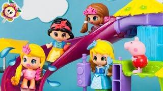Peppa Pig et les PRINCESSES PINYPON s'amussent au nouveau PARC ACUATIQUE! Jouets Pepa et Pinipon 🍓 streaming