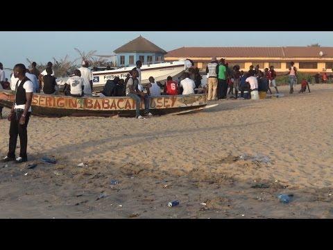 Gambia - Kololi - Beach & Bumster
