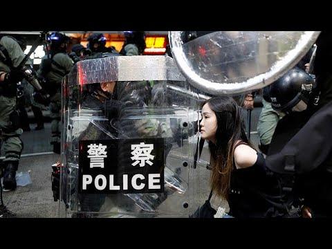 شاهد: مظاهرات هونغ كونغ لا تخلو من الاشتباكات المستمرة بين المتظاهرين ورجال الشرطة …  - 22:53-2019 / 10 / 6