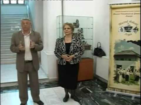 """Vernisajul a două expoziţii organizate de Muzeul Brăilei şi Muzeul Viticulturii şi Pomiculturii Goleşti, judeţul Argeş: """"Micii artişti ai tradiţiilor""""  şi """"Dansul şi costumul tradiţional din ţara mea"""" (16 mai 2012, la sediul Muzeului Brăilei). Voce: prof. univ. dr. Ionel CÂNDEA  (directorul Muzeului Brăilei) şi  dr. Filofteia PALLY (directoarea Muzeului Viticulturii şi Pomiculturii Goleşti, judeţul Argeş). Imagine: Gabriel Stoica (Muzeul Brăilei """"Carol I"""