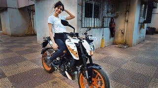 GIRL RIDING KTM DUKE 200 FOR THE FIRST TIME !