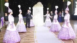 Вывод невесты под шанырак от шоу балет Арулар