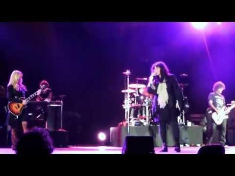 Heart @ Ohio State Fair Columbus Ohio covering Led Zeppelin