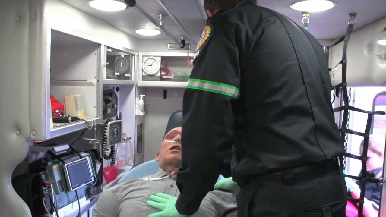 how to become a student paramedic