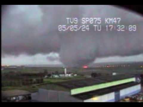 Lốc xoáy ở Tornado (videokyniem.com)