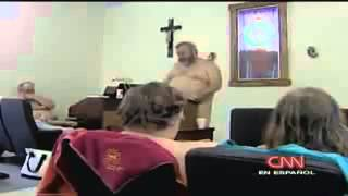 En Iglesia Evangelica asisten desnudos al Templo
