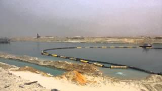 مشهد عام للتكريك بقناة السويس الجديدة و10كراكات فى مساحة كيلو مترين تعمل 24ساعة