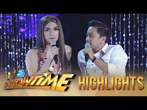 """It's Showtime Miss Q & A: Short skit with """"Alakdan"""""""