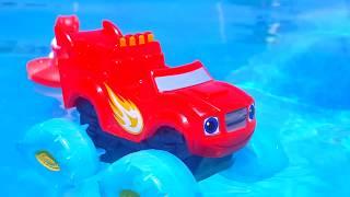 Машинка Вспыш от Акул спасает принцессу. Развивающее видео для детей. Мультики про машинки.