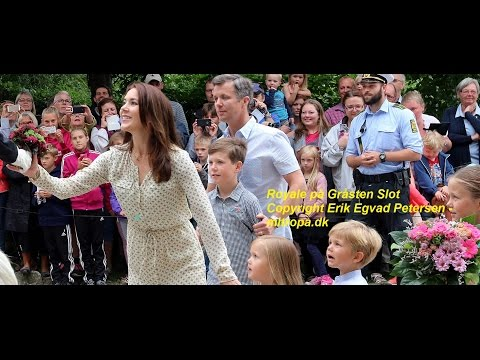 Kronprins-familien fik blomster og lækker Marabou-chokolade i Gråsten