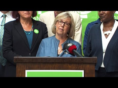 'Career politicians are not healthy in our democracy' warns Elizabeth May thumbnail