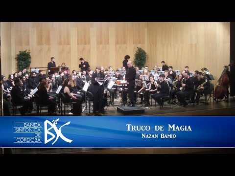 Nazan Bamio - Truco de magia con Periódico Saxofón Carlos Alcázar