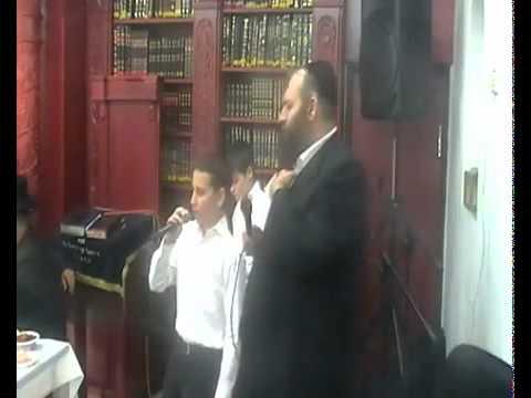 הזמר אפרים מנדלסון וילד הפלא ישראל גוטמן  כאייל תערוג