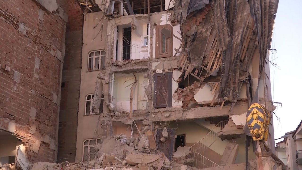 Землетрясение в Турции: Более 20 человек погибли