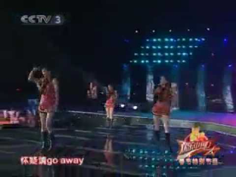 18/2/2010 Li Xiao Lu sings Dong Feng Mei