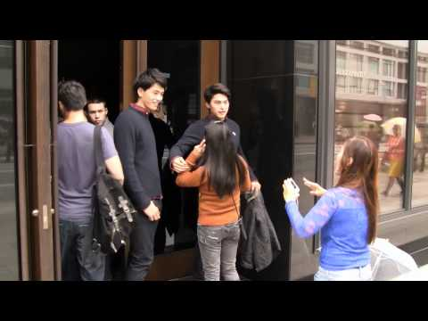 Shopping in Japan: Abercrombie & Fitch Models in Ginza, Tokyo