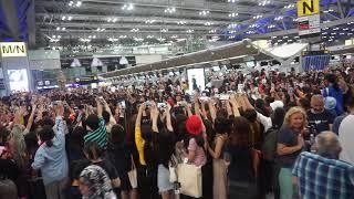 태국 방콕 공항 아이콘 배웅하는 태국 팬들 Thaila…