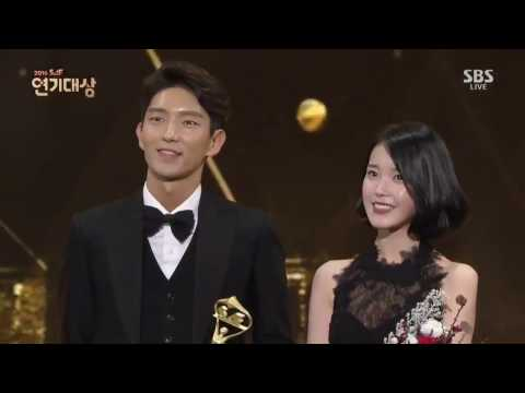 Vietsub   161231   IU & Lee Joon Gi @ SAF SBS Drama Awards - Best Couple