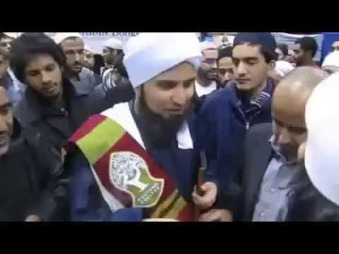 Lihat apa yang dilakukan oleh AL Habib Ali Al Jufri ketika meminum air