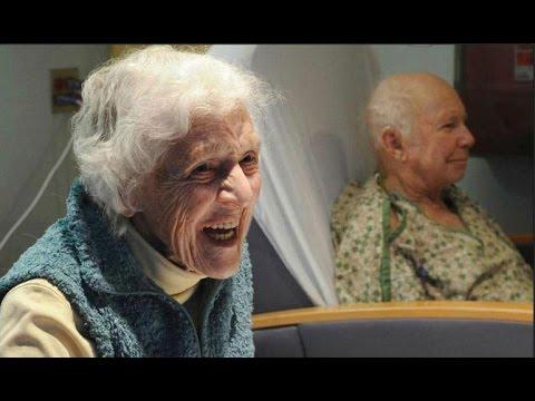 Пьяная бабушка-извращенка.видео