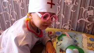 ИГРАЕМ В ДОКТОРА С УКОЛАМИ! ЩЕНЯЧИЙ ПАТРУЛЬ Злая Ведьма отравила Роки!видео для детей!