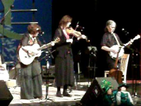 """Opry Music, Foot Stomping By """"Fiddlin Big Sue Bank """" !"""