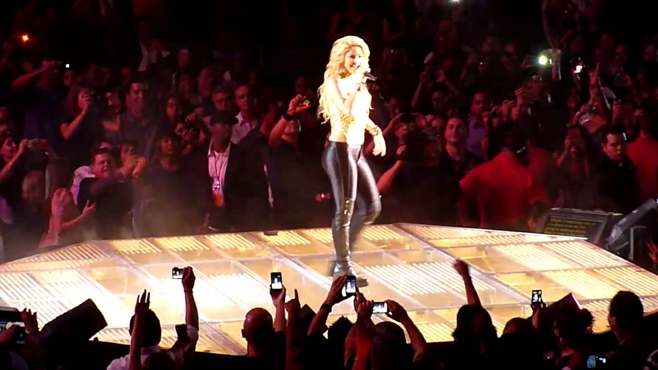 Shakira - Whenever Wherever - Unbelievable -- Staples Center Los Angeles 2010 #1