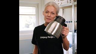 Sådan bliver en Kaffekande skinnende ren! Rengøringstips og tricks - Esbjerg Rengøring