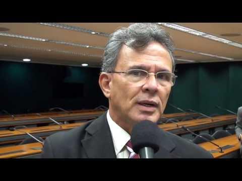 Paulo Rubem Santiago defende carreiras típicas de Estado.