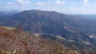 日野郡五山の大倉山のにぎやかな山頂風景 鳥取県日南町
