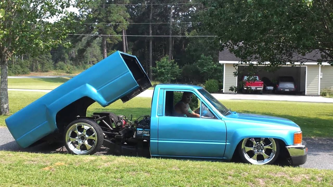 87 Toyota Pickup >> 84 bagged and bodied Toyota - YouTube
