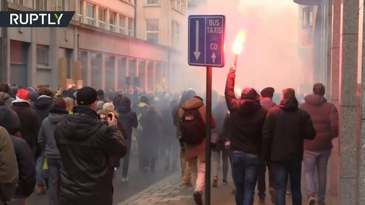 В Брюсселе протестующие вышли на акцию против пакта ООН о миграции