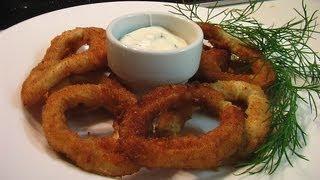 Кольца кальмара в сухарях с белым соусом. Очень вкусно!