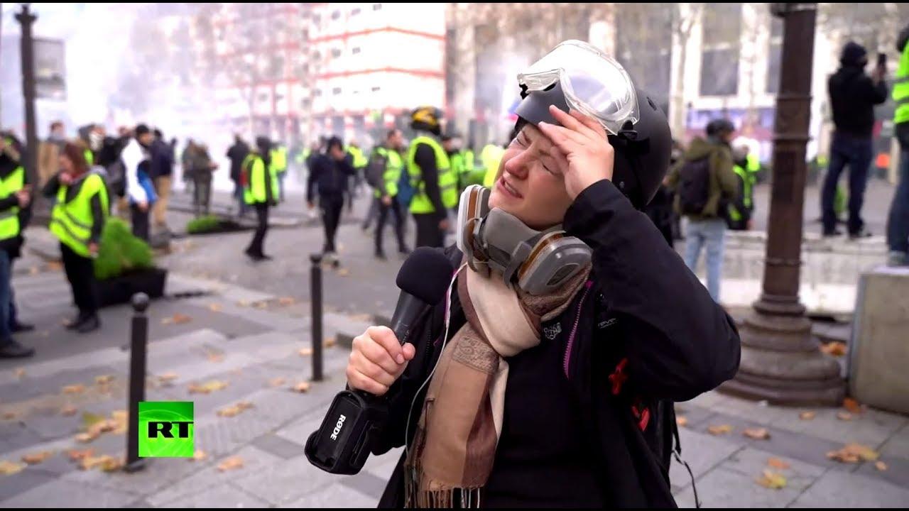 В облаке слезоточивого газа: корреспондент RT пострадала в ходе протестов в Париже