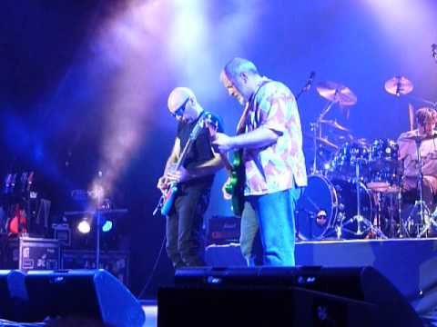 JOE SATRIANI / MIKE KENEALLY / BRYAN BELLER / MARCO MINNEMANN - The Crush of Love - 013 Tilburg 2013