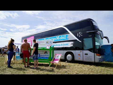【8/26はユースホステルの日】ドイツでは世界初 大型キャンピングカーのユースホステルが音楽フェスで活躍