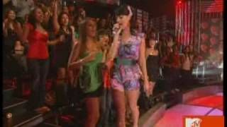 Katy Perry - I Kissed a Girl ( live HQ )