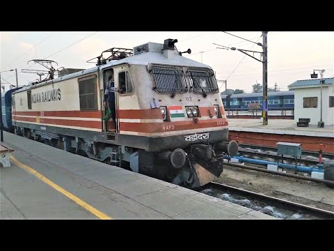 Kochuveli To Amritsar Express (12483) With WAP5 Locomotive Departing From Ludhiana Junction.!